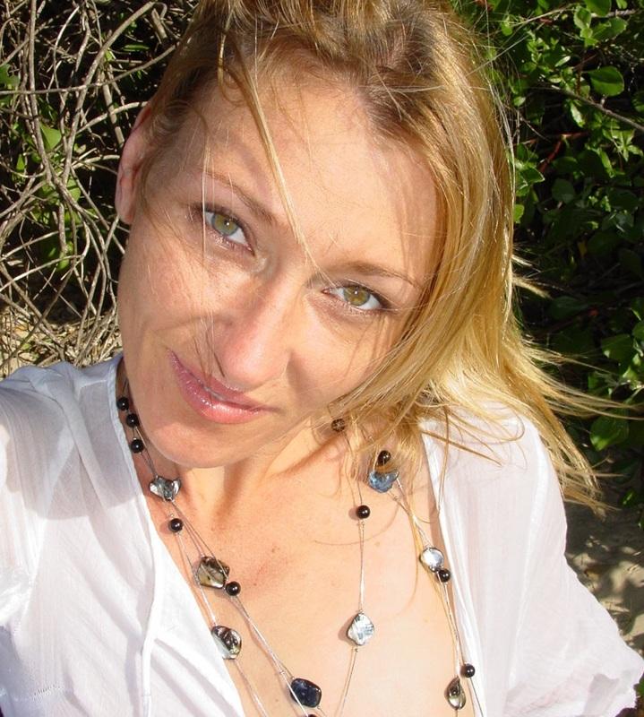 NoraLoveNora (38) uit Brussels